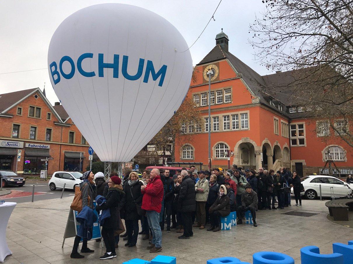 Großer Andrang für die Tickets für den BochumExpress in Stuttgart