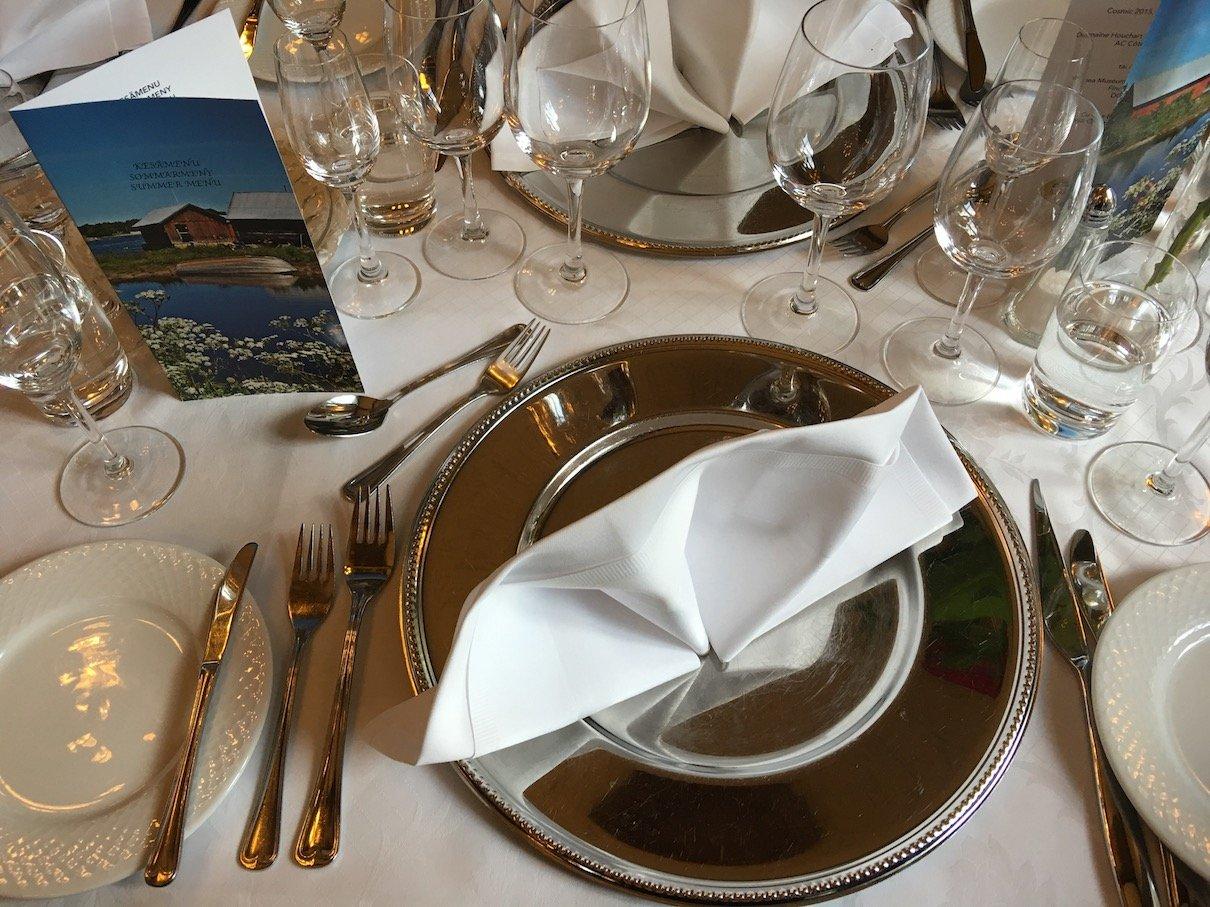 Festlich gedeckter Platz für das Dinner im Hotel Haikko
