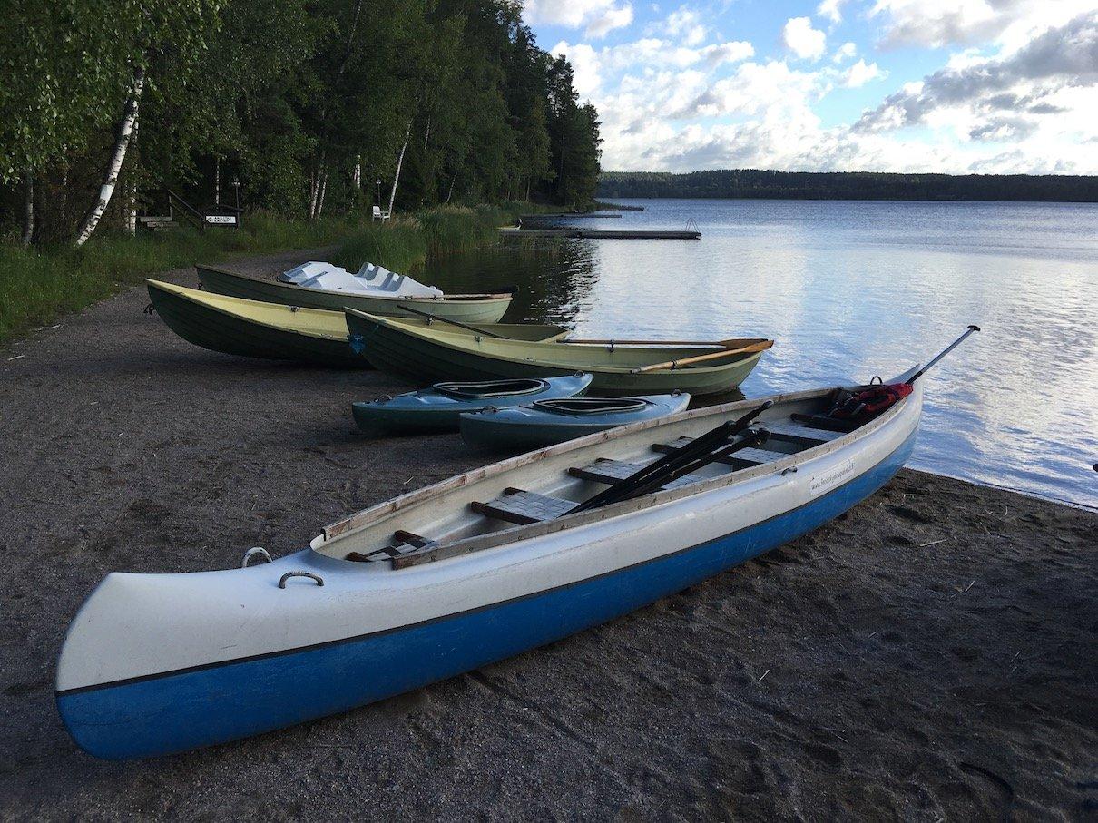 Kanus von Fenix Adventures am Päijänne-See