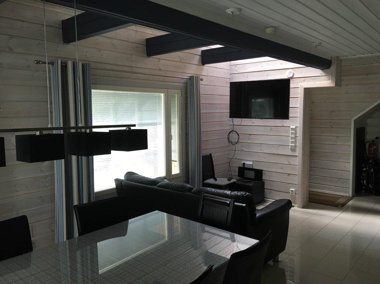 Wohnzimmer in unserem Mökki im Lehmonkärki Ressort