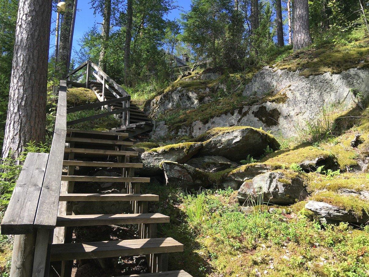 Die Treppe zu unsrem Mökki im Lehmonkärki Ressort