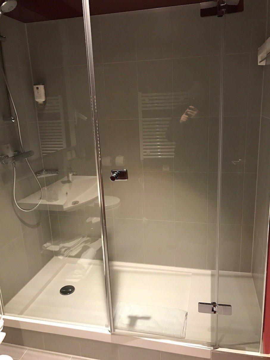 Dusche im Adagio Frankfurt