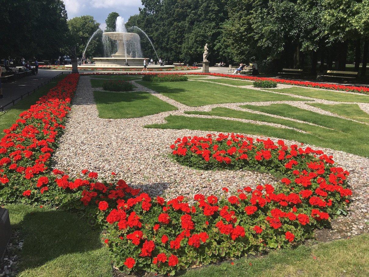 Blick vom Grab des unbekannten Soldaten zur Fontanna w Ogrodzie Saskim in Warschau