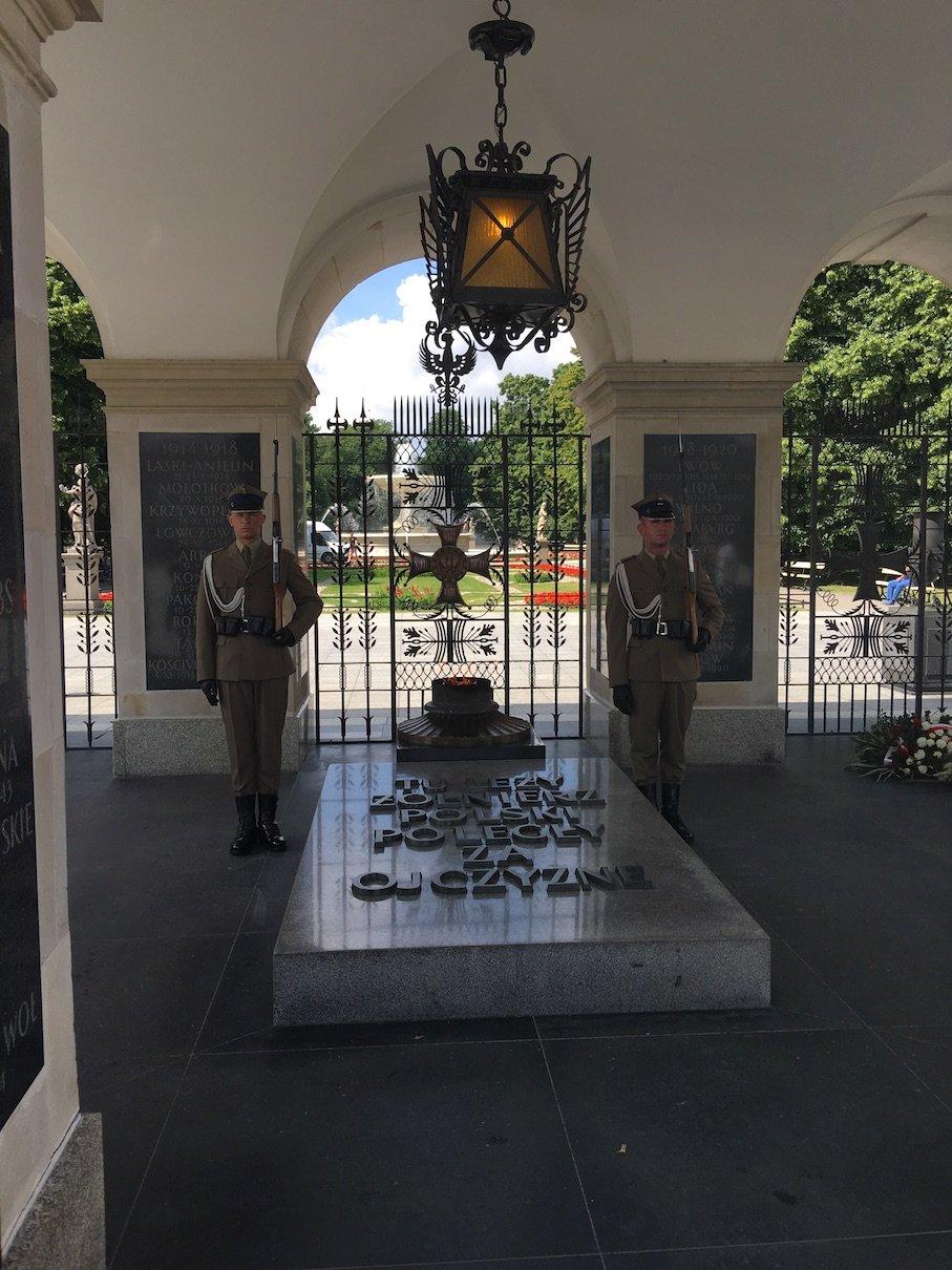Das Grab des unbekannten Soldaten in Warschau etwas näher betrachtet