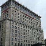 Das Hotel Mercure Warszawa Grand von der Strasse aus