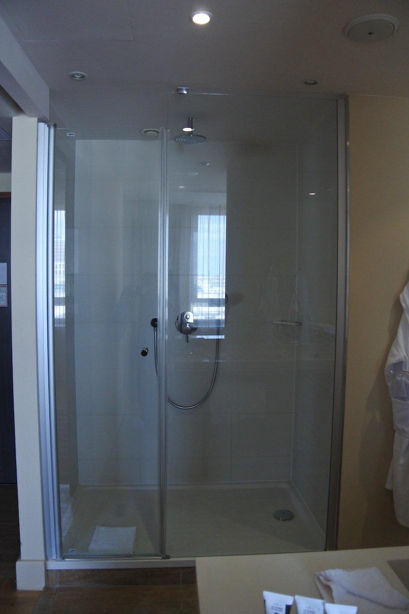 Dusche in der Suite des Hotel Mercure Warszawa Grand