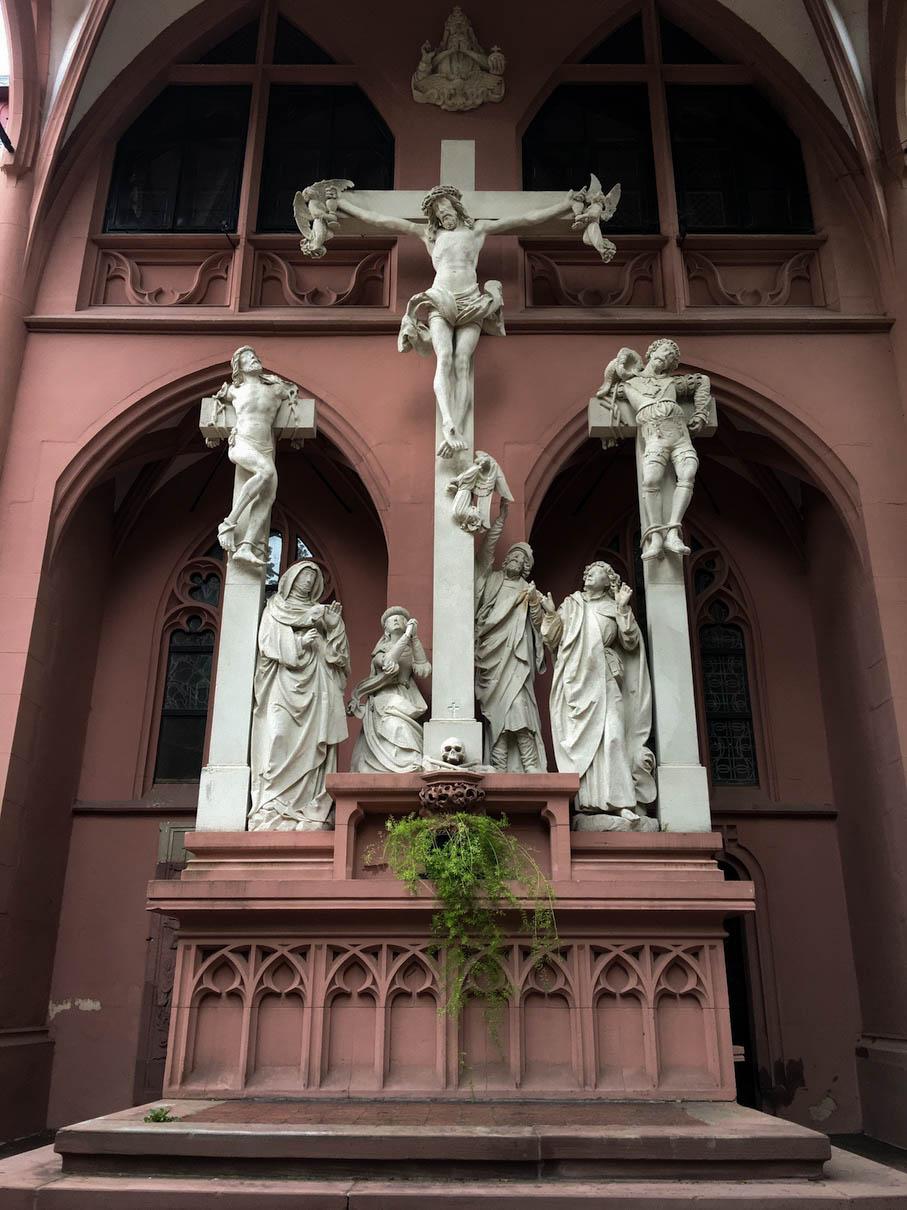 Kreuzigungsszene an der Rochuskapelle