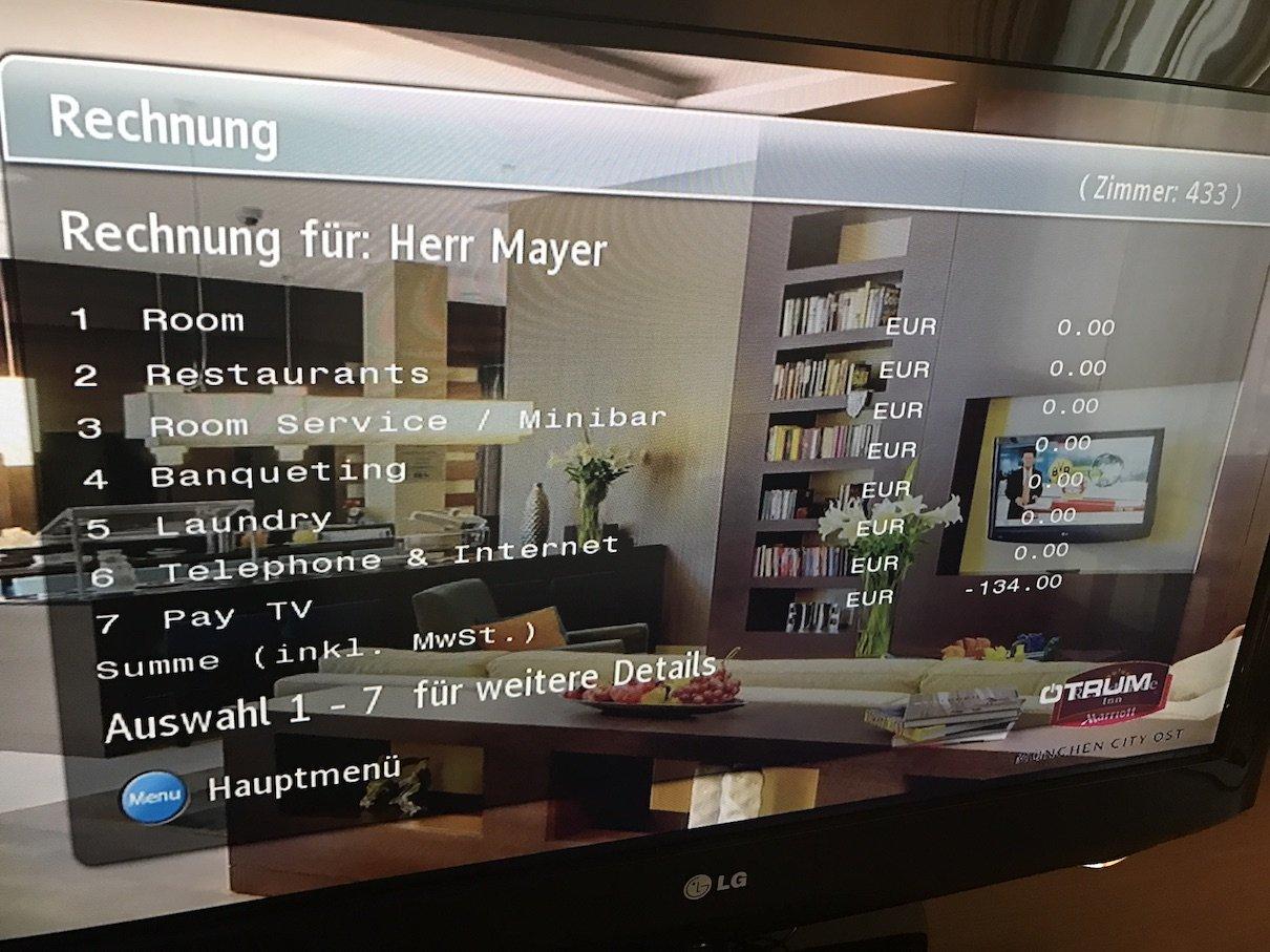 Fernseher mit Abfrage der Rechnung im Courtyard by Marriott München Ost