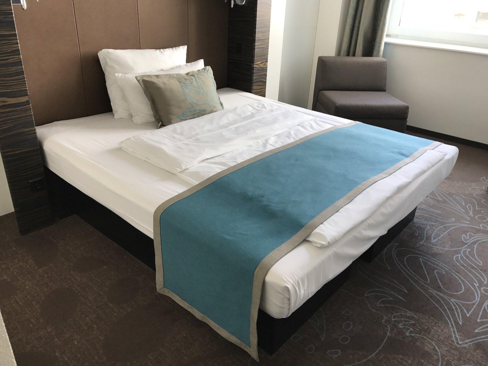 Bett im Motel One Essen