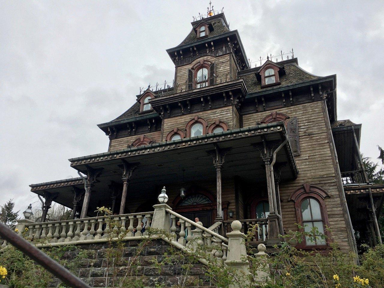 In Phantom Manor lehrt uns Disney das Gruseln