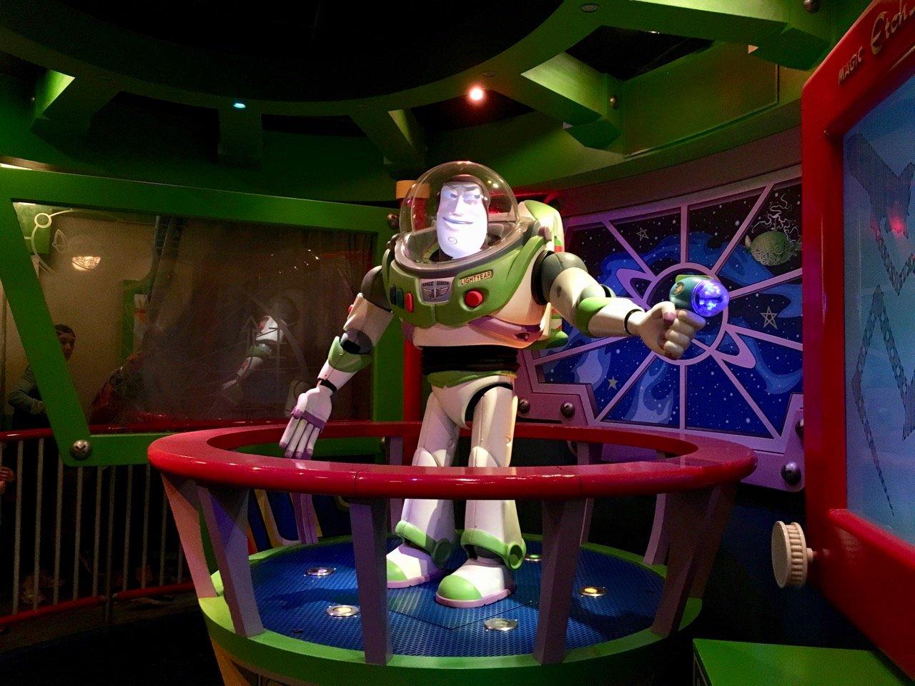 Bei Buzz Lightyear greift man selbst zu Lasterpistolen