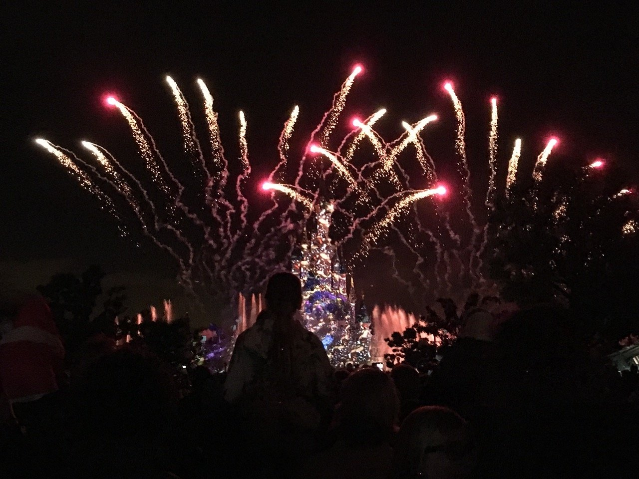 Das Feuerwerk am Abend ist extrem aufwändig gemacht