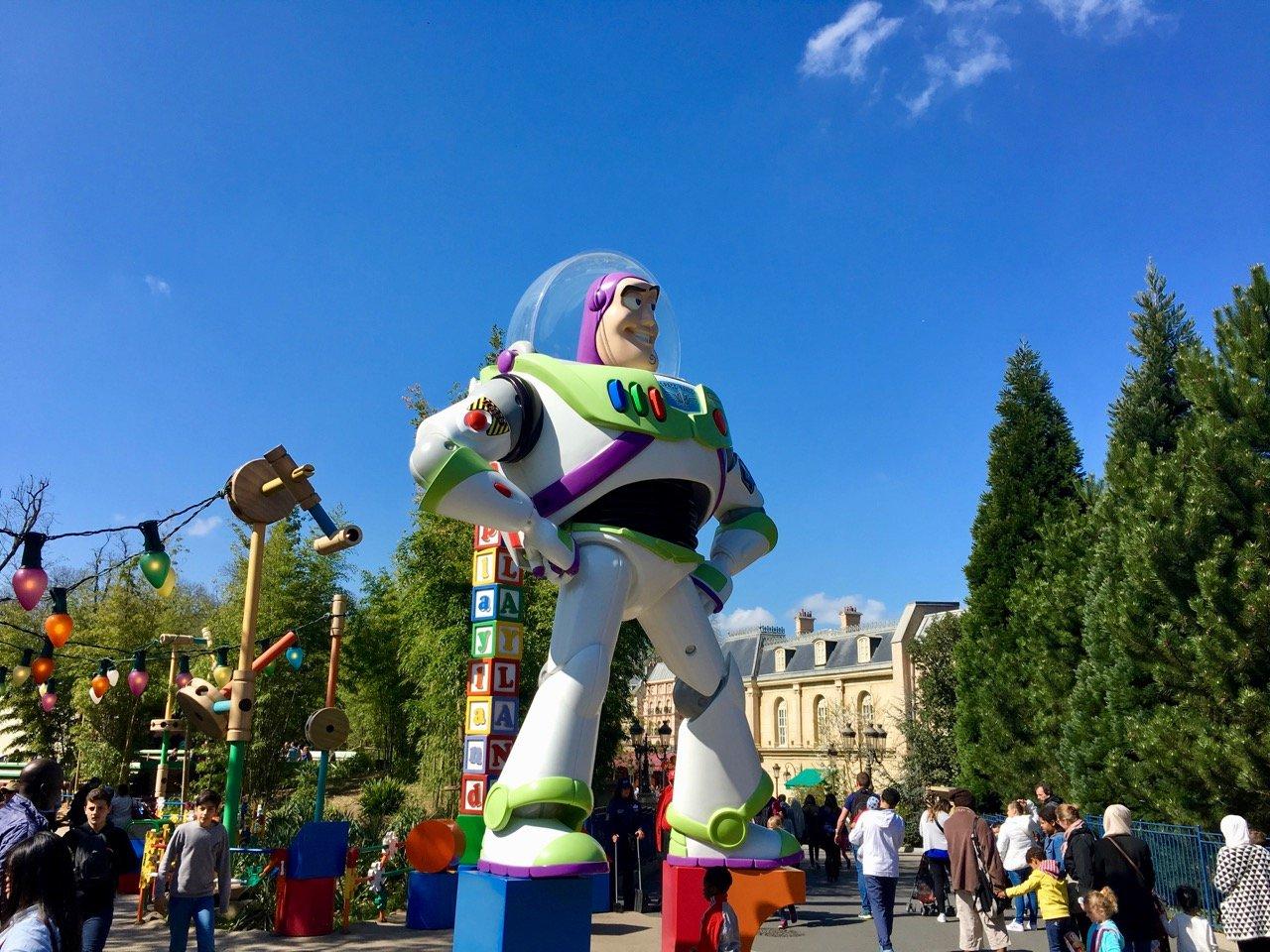 Im Studios Park findet sich ein übergroßer Buzz Lightyear
