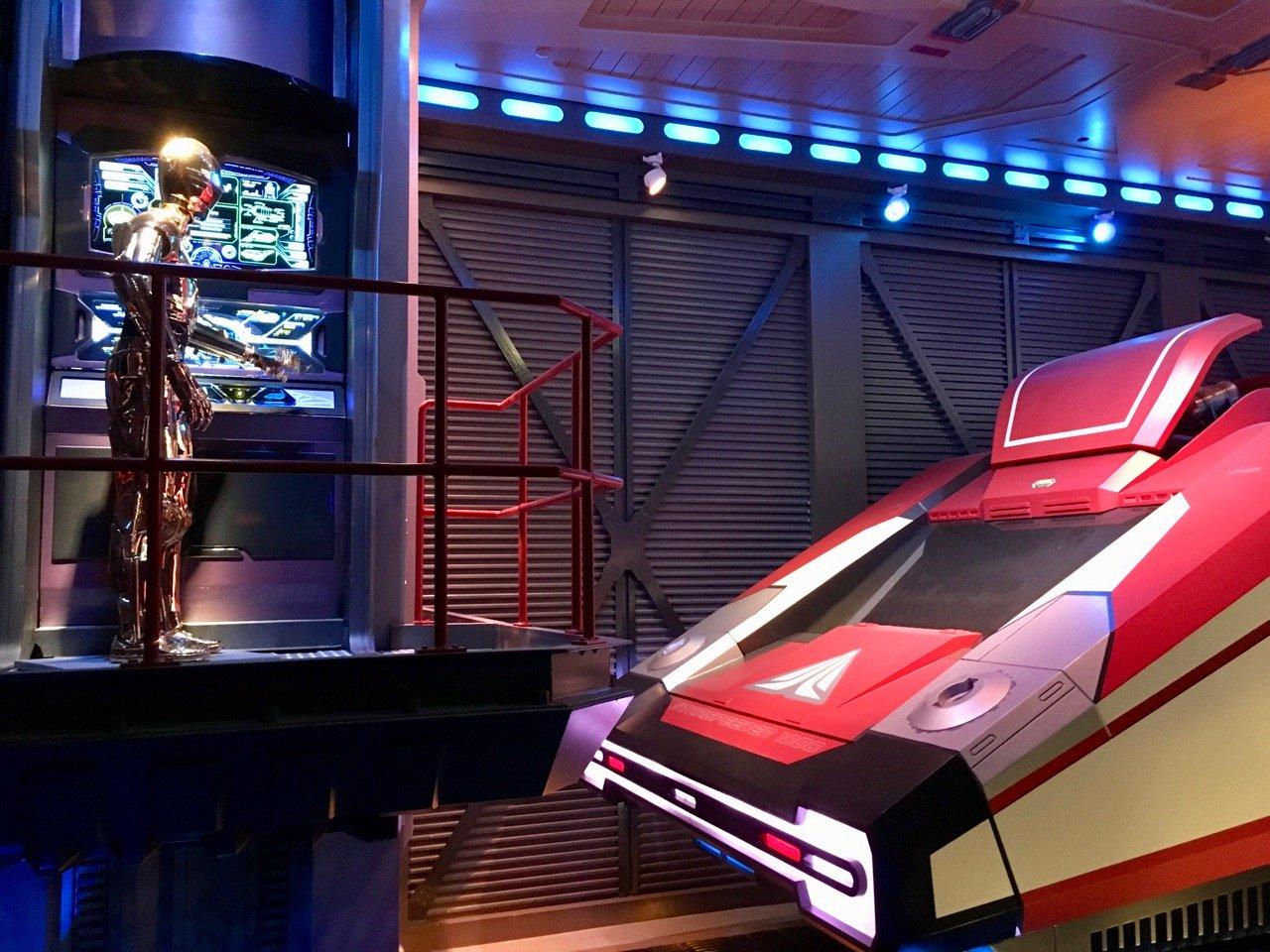 Die Star Tours sind ein Raumflug mit C3PO als Pilot