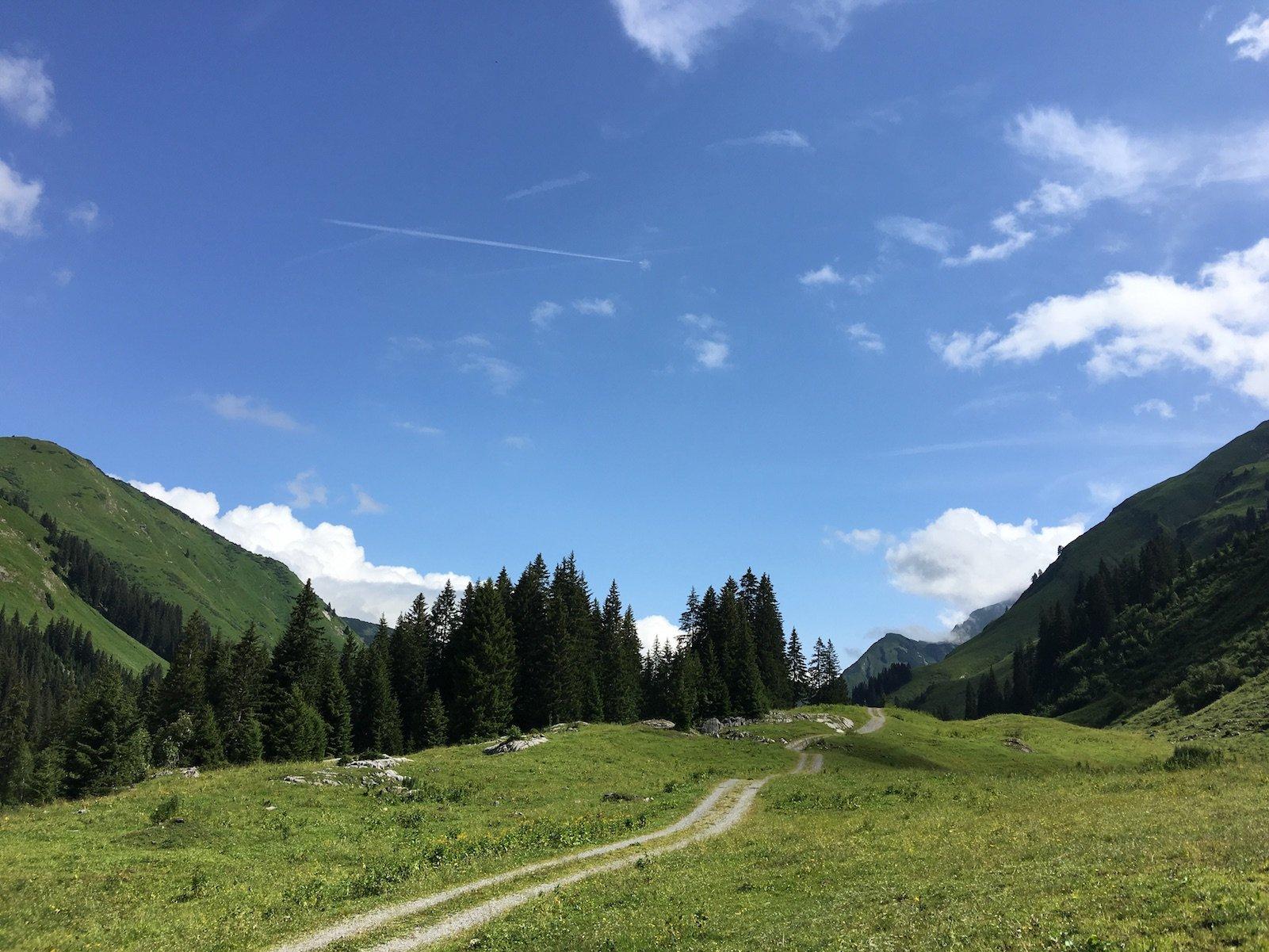 Lechweg zwischen Lech und Warth, mal in der Sonne..