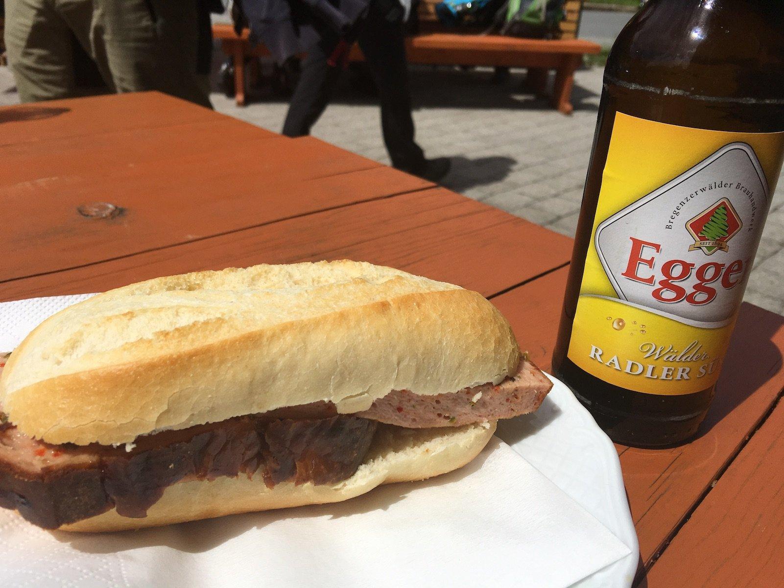 Verdiente Mahlzeit, Fleischkäs und Radler