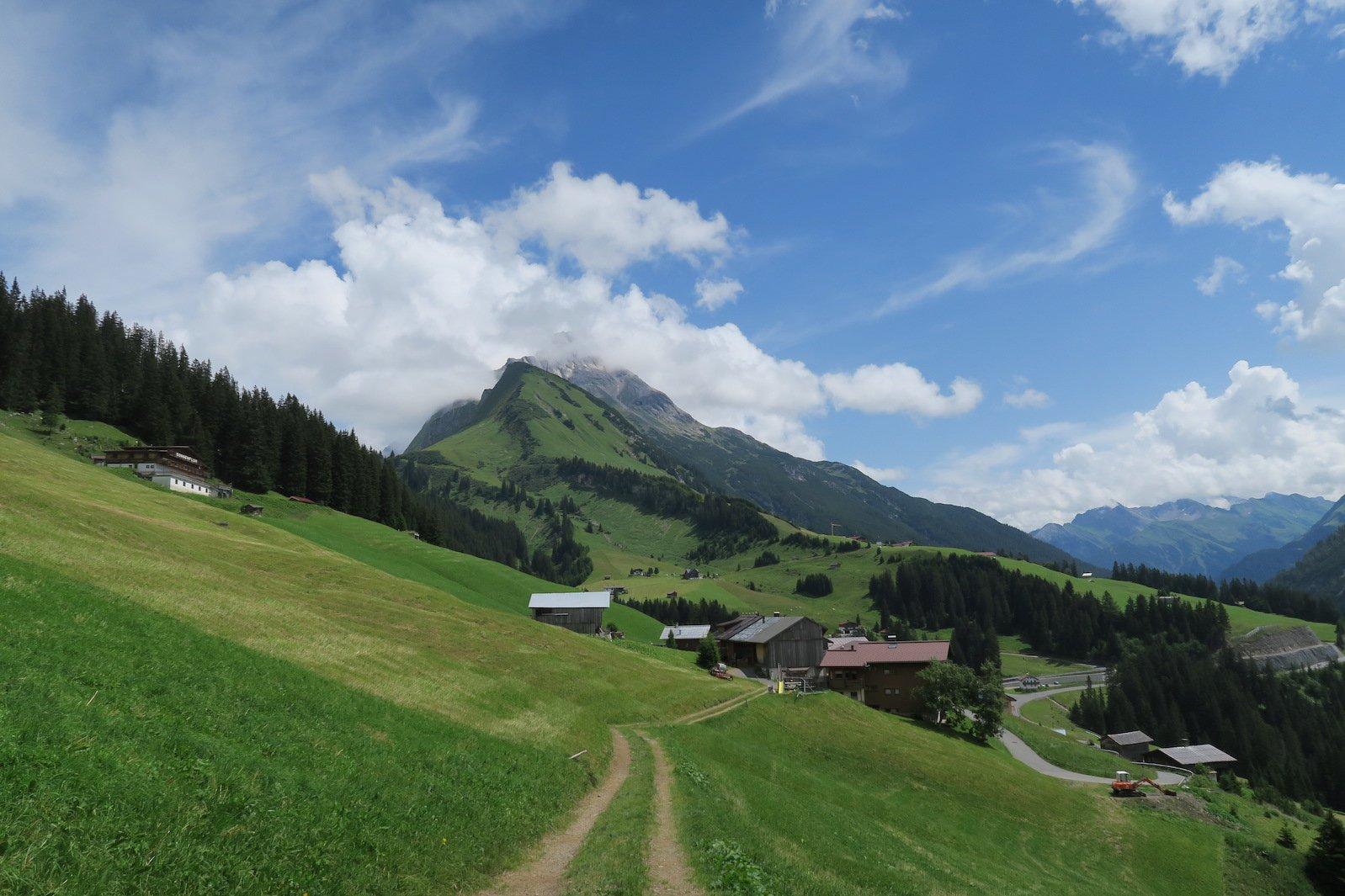 Die ersten Häuser, direkt dahinter dann der Gehrnerhof, meine Übernachtungsmöglichkeit auf dem Lechweg
