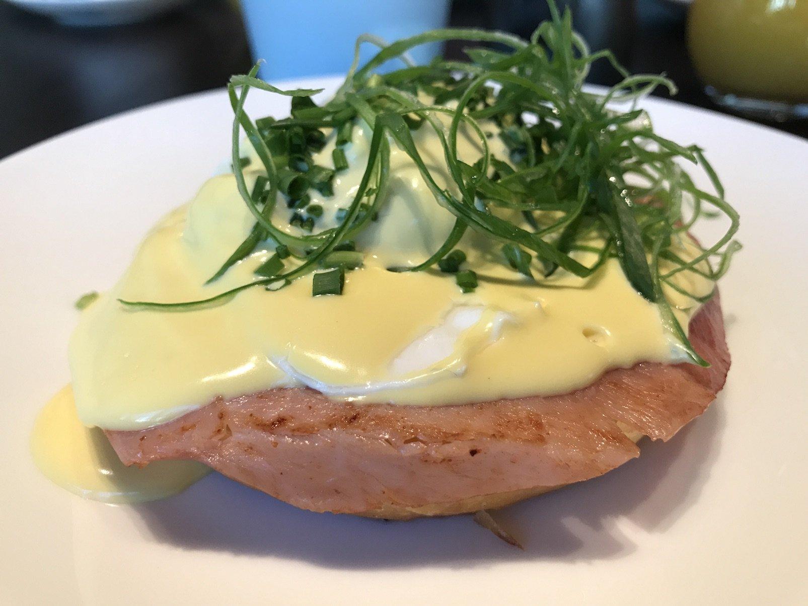 Eggs Benedict im Roomers Baden-Baden