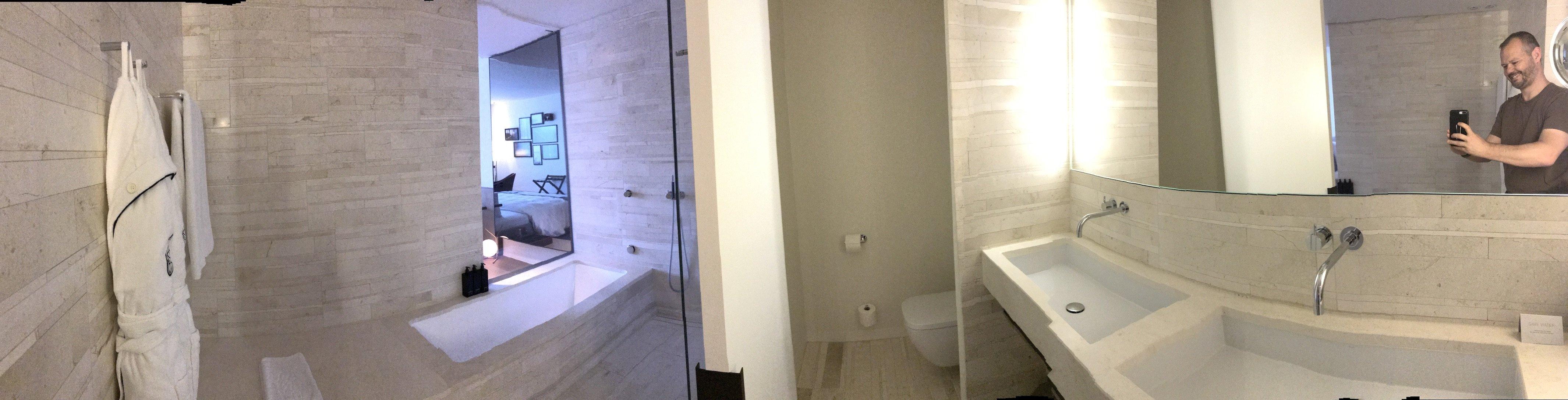 Panorama des Bads - ja, das iPhone mag die unterschiedlichen Lichtverhältnisse nicht wirklich...