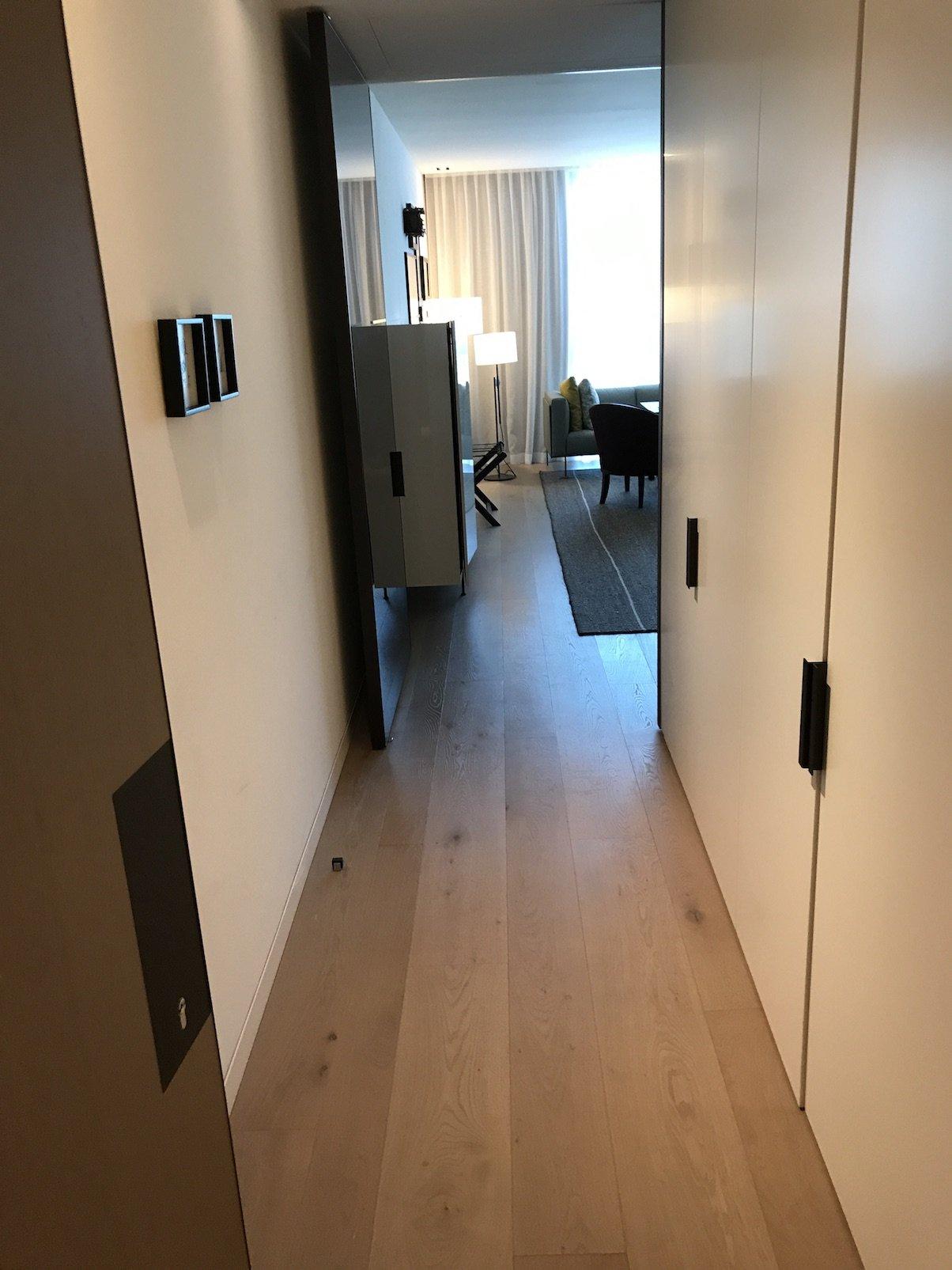 Der erste Blick ins Zimmer in der Junior Suite im Roomers Baden-Baden.