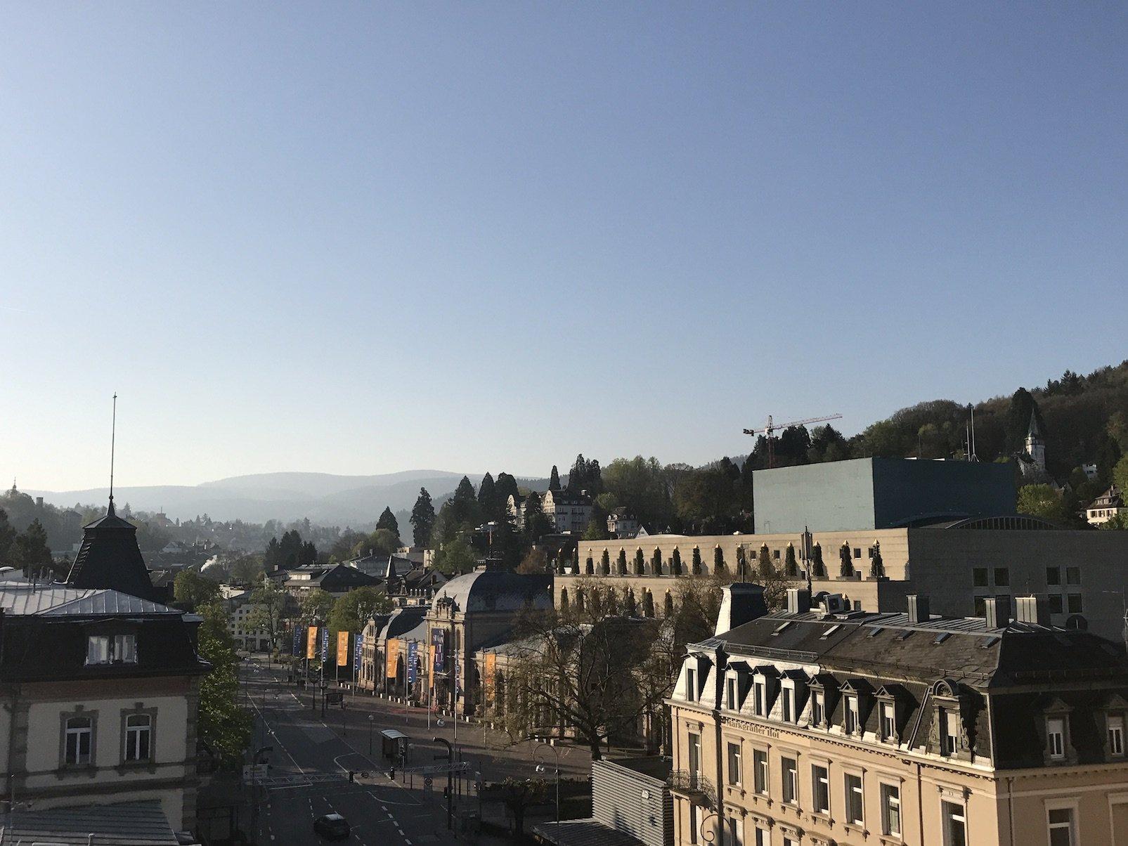 Der Ausblick von der Rooftopbar des Roomers Baden-Baden