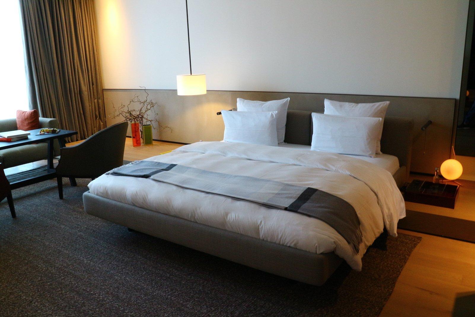 Unser großes Kingsizebett in der Junior Suite im Roomers Baden-Baden