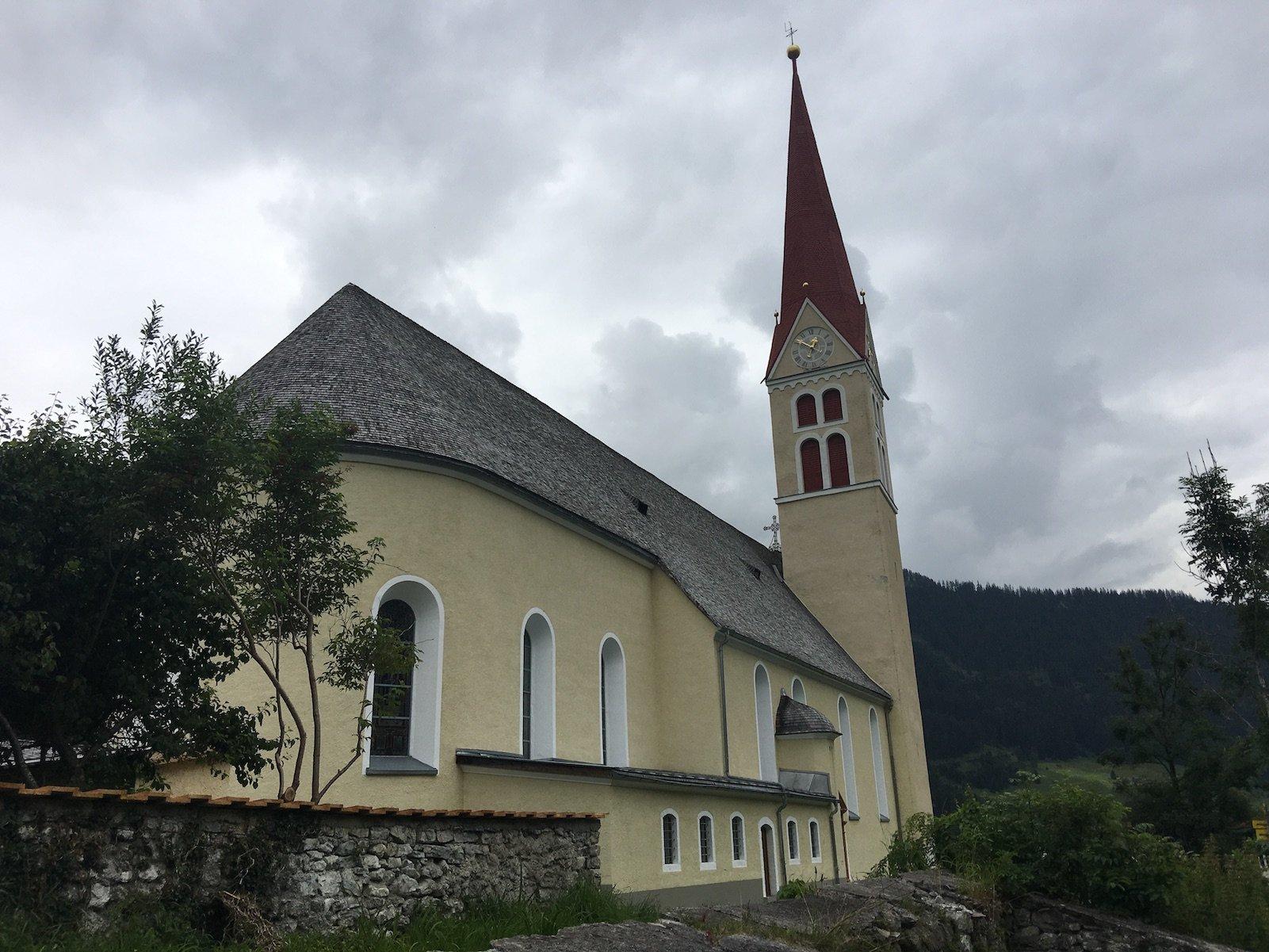 Kirche in Holzgau am Lechweg