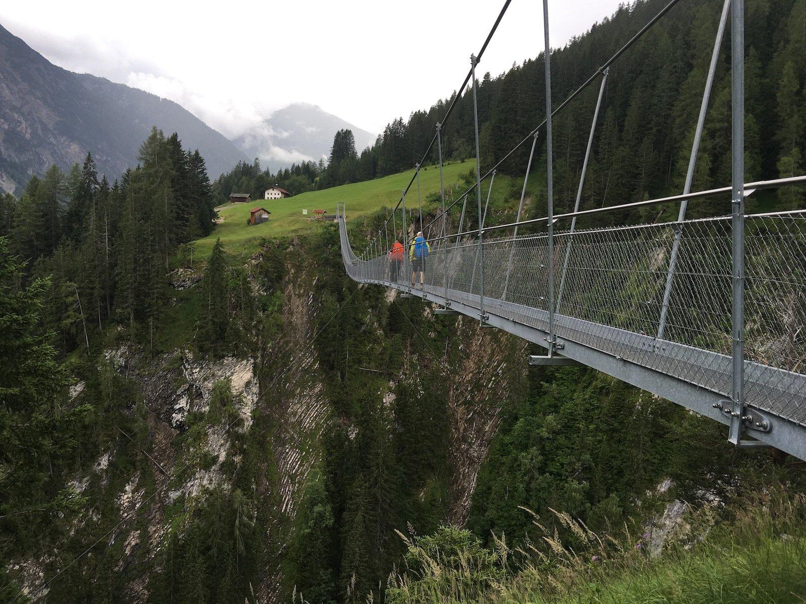 Blick zurück über die Holzgau Hängebrücke