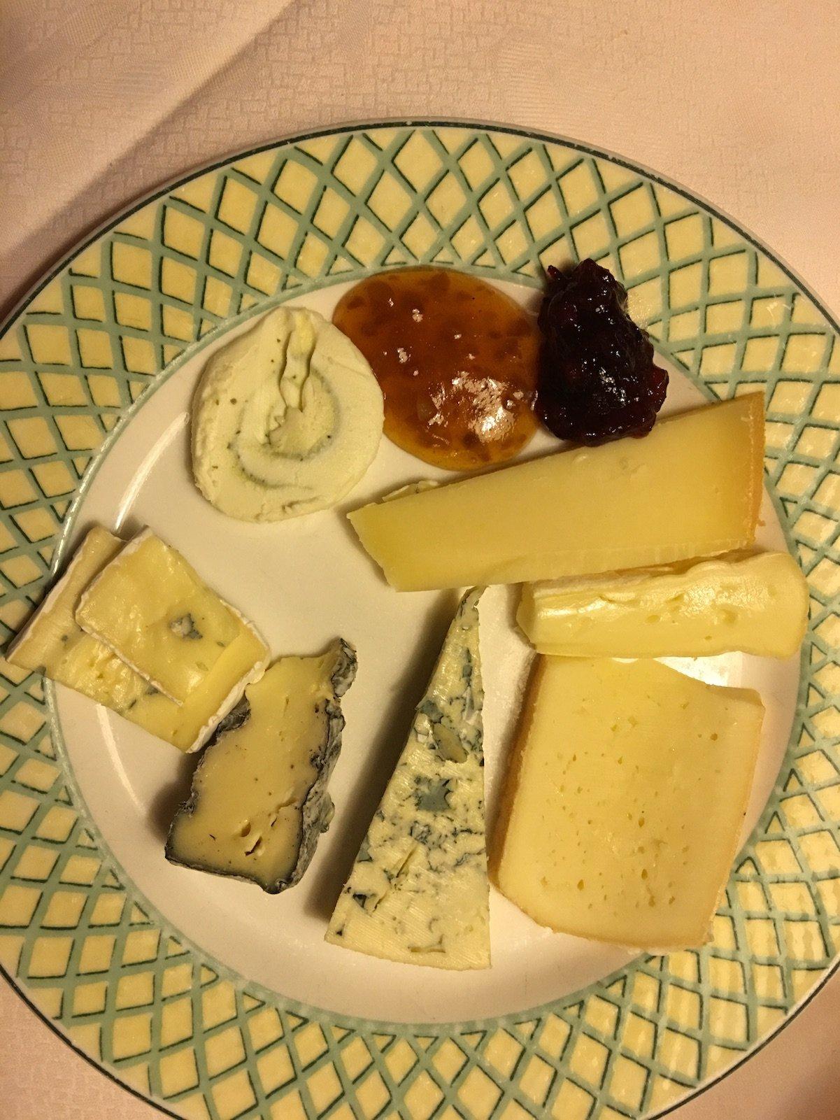 Kleine Zusammenstellung vom Buffet für mich - ich liebe Käse!