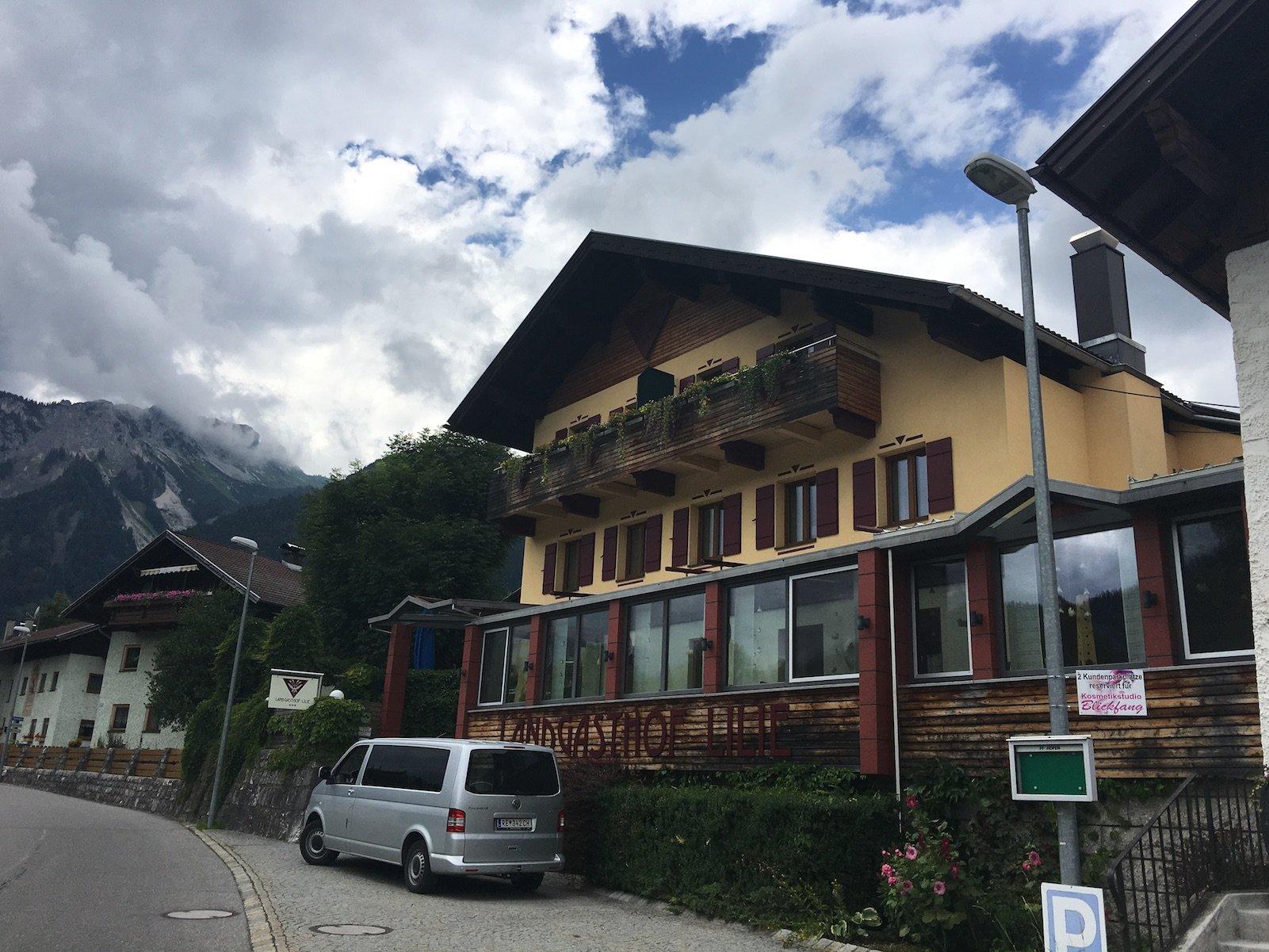 Das Hotel Landgasthof Lilie in Höfen Außenansicht