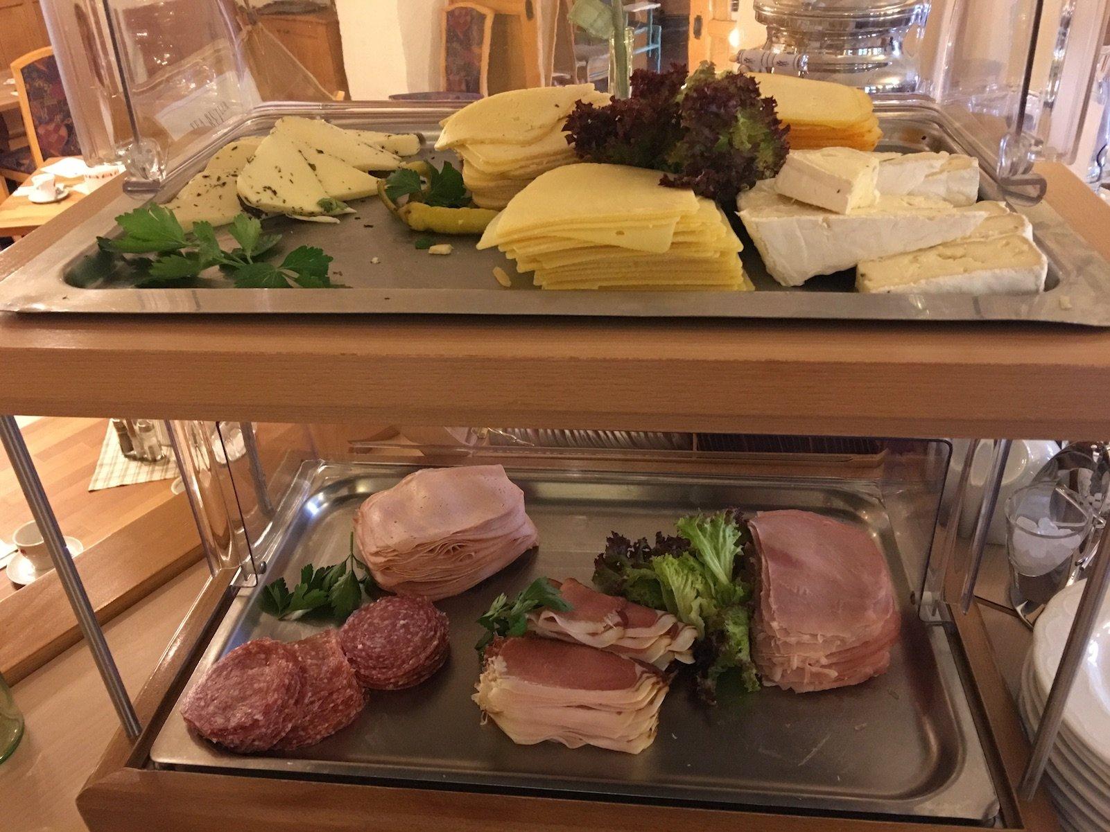 Wurst und Käse Auswahl im Hotel Landgasthof Lilie in Höfen zum Frühstück