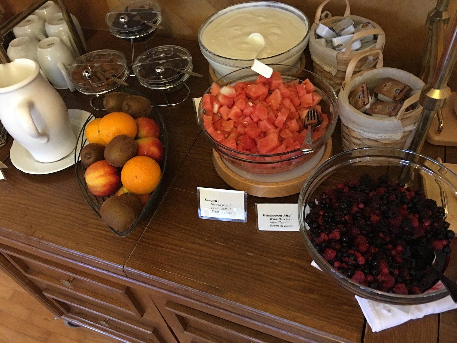 Kompott und Früchte