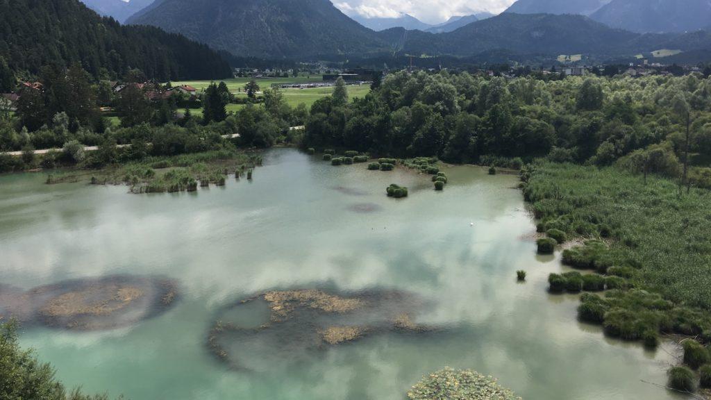 Was für eine wunderbare Aussicht und welche Farbe dieser See hat...