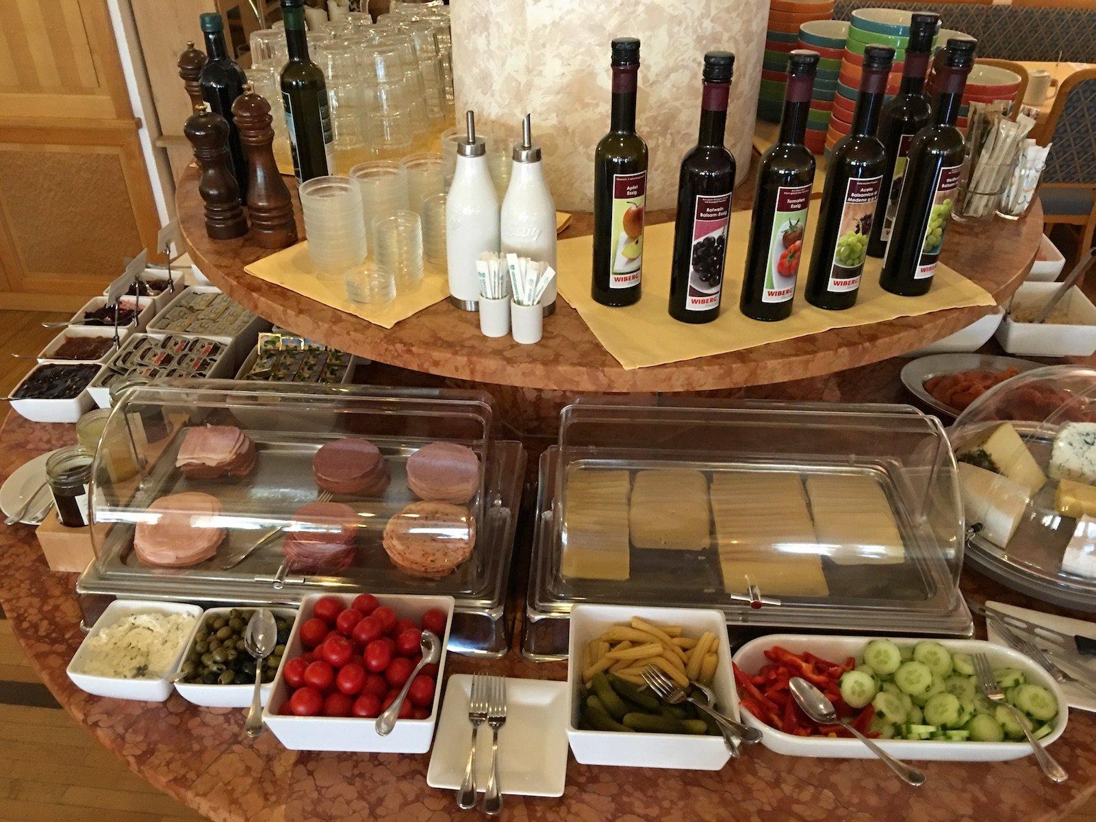 Wurst und Käse zum Frühstück im Hotel zum Mohren in Reutte
