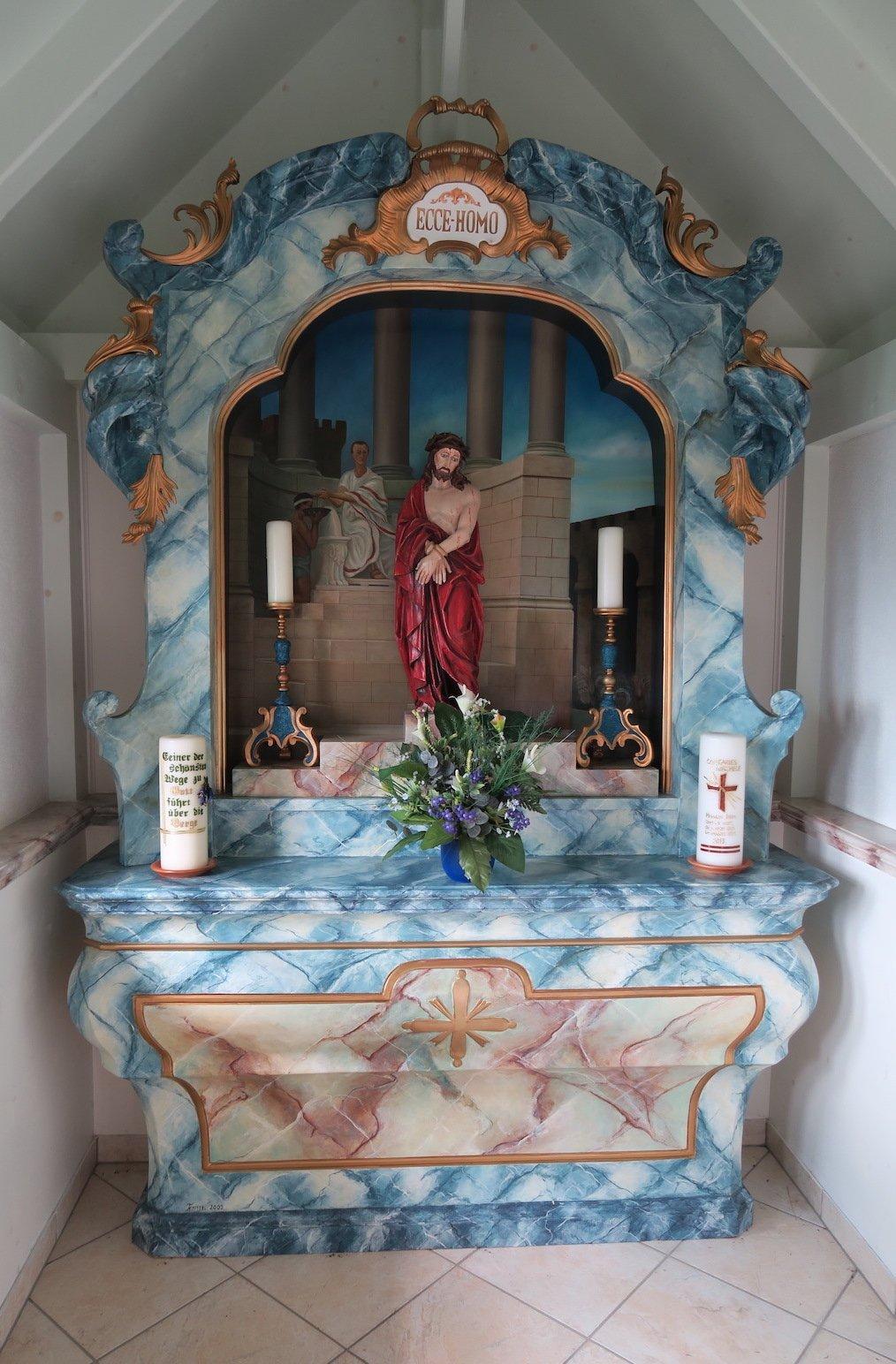 Blick auf den Altar in der Costaries Kapelle