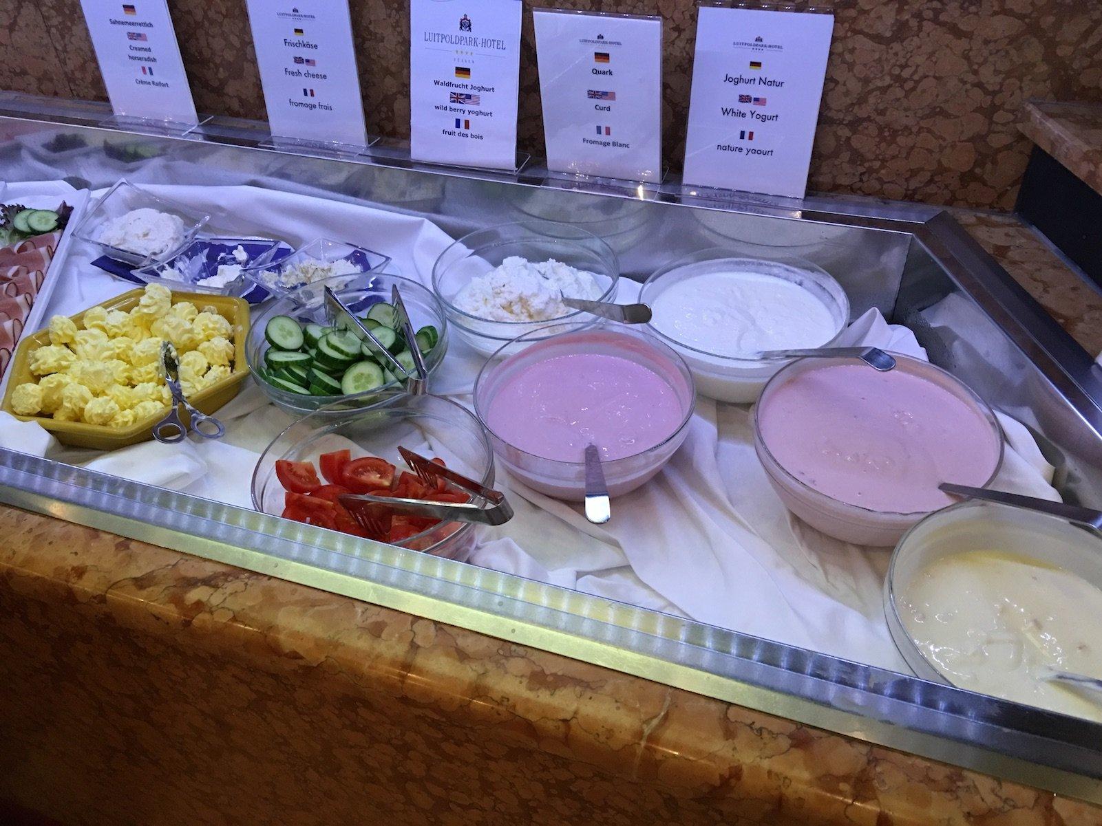 Jogurt, Butter, Frischkäse und Quark zum Frühstück im Luitpoldpark-Hotel Füssen