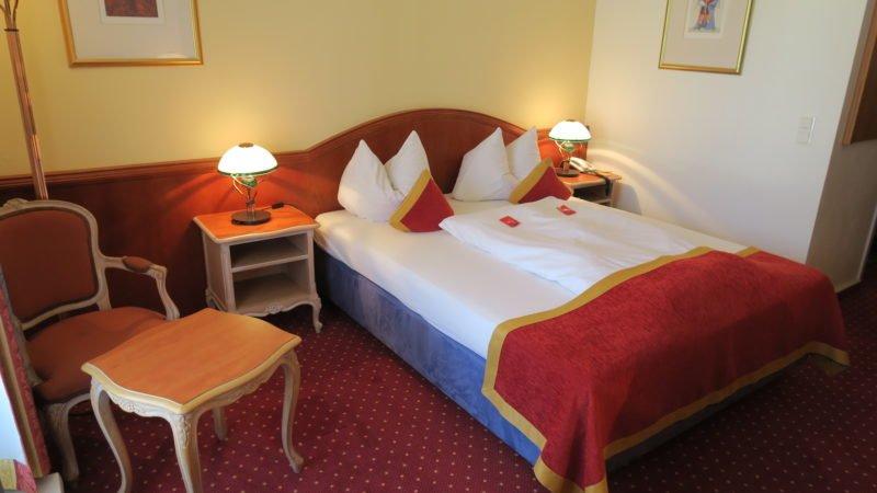 Mein Bett im Luipoldpark-Hotel in Füssen am Ende des Lechwegs