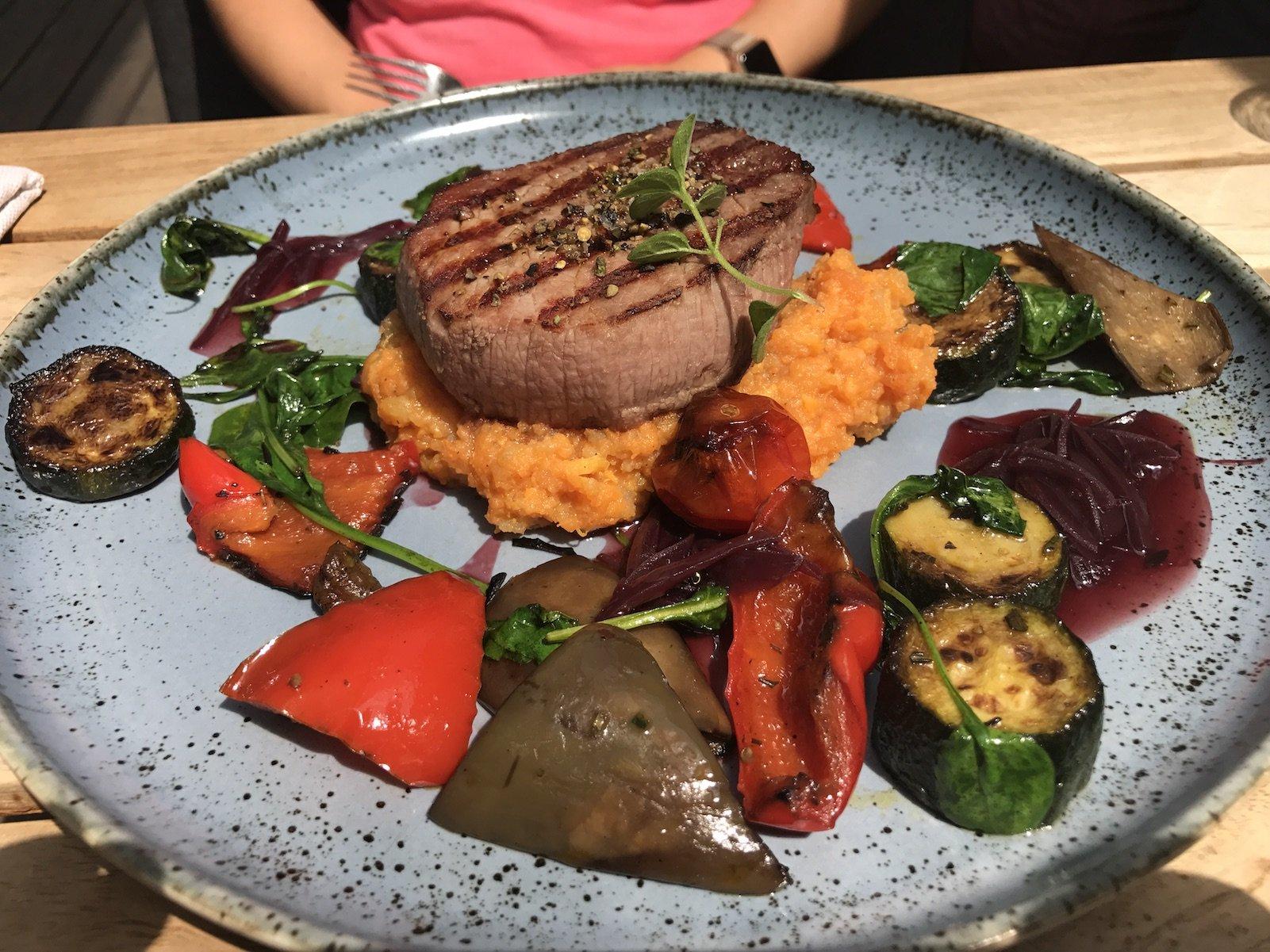 Steak mit Gemüse als Mittagstisch im Liebesbier Bayreuth