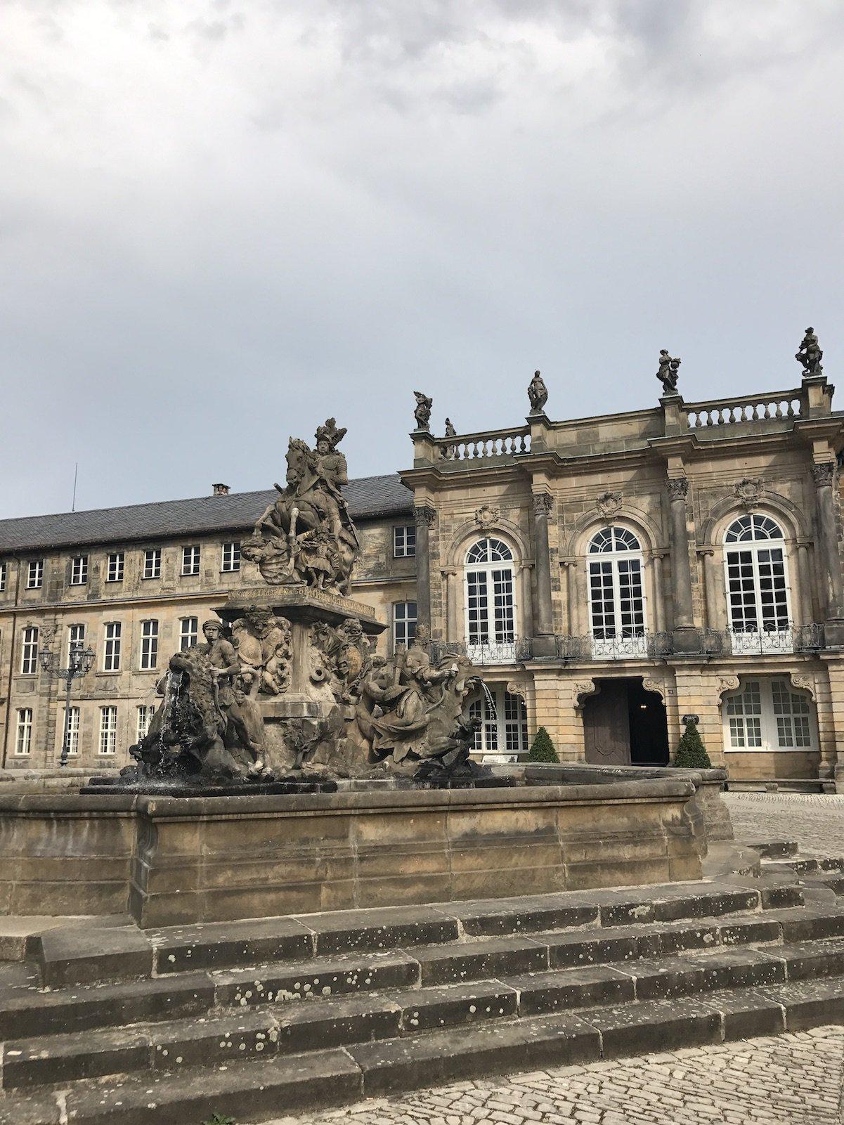 Brunnen vor dem Neuen Schloss in Bayreuth