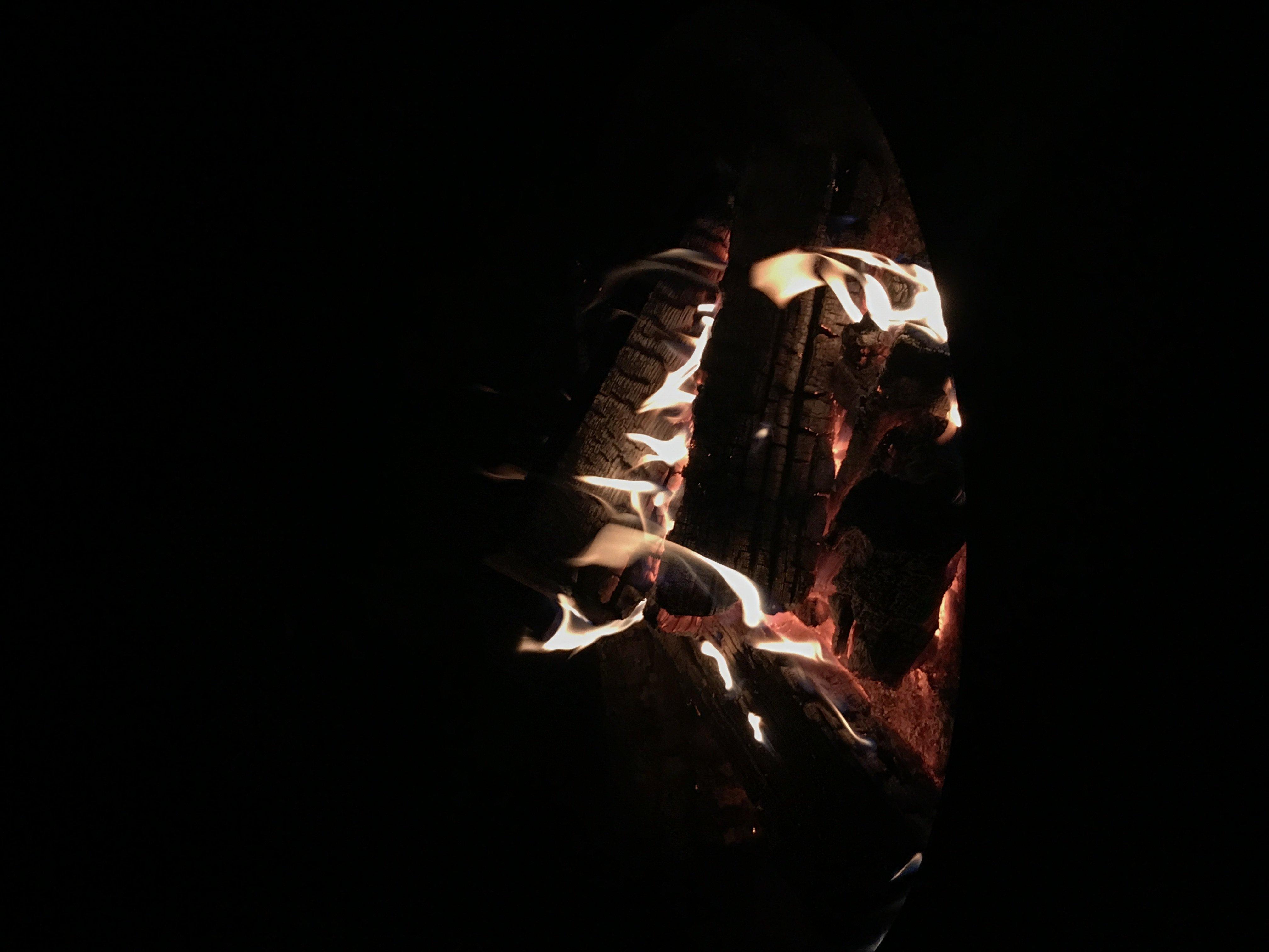 Ein Feuer brennt hell...