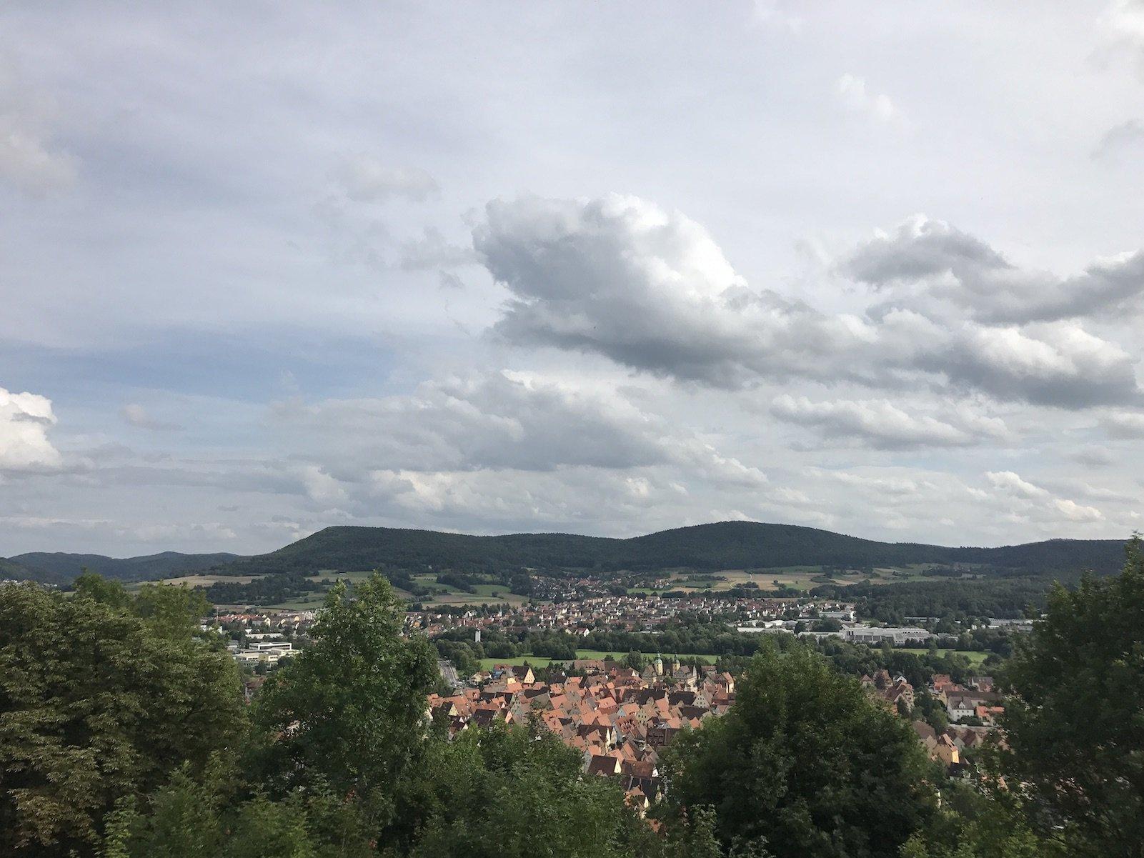 Ausblick vom Michelsberg über Hersbruck und einen Teil des Nürnberger Lands