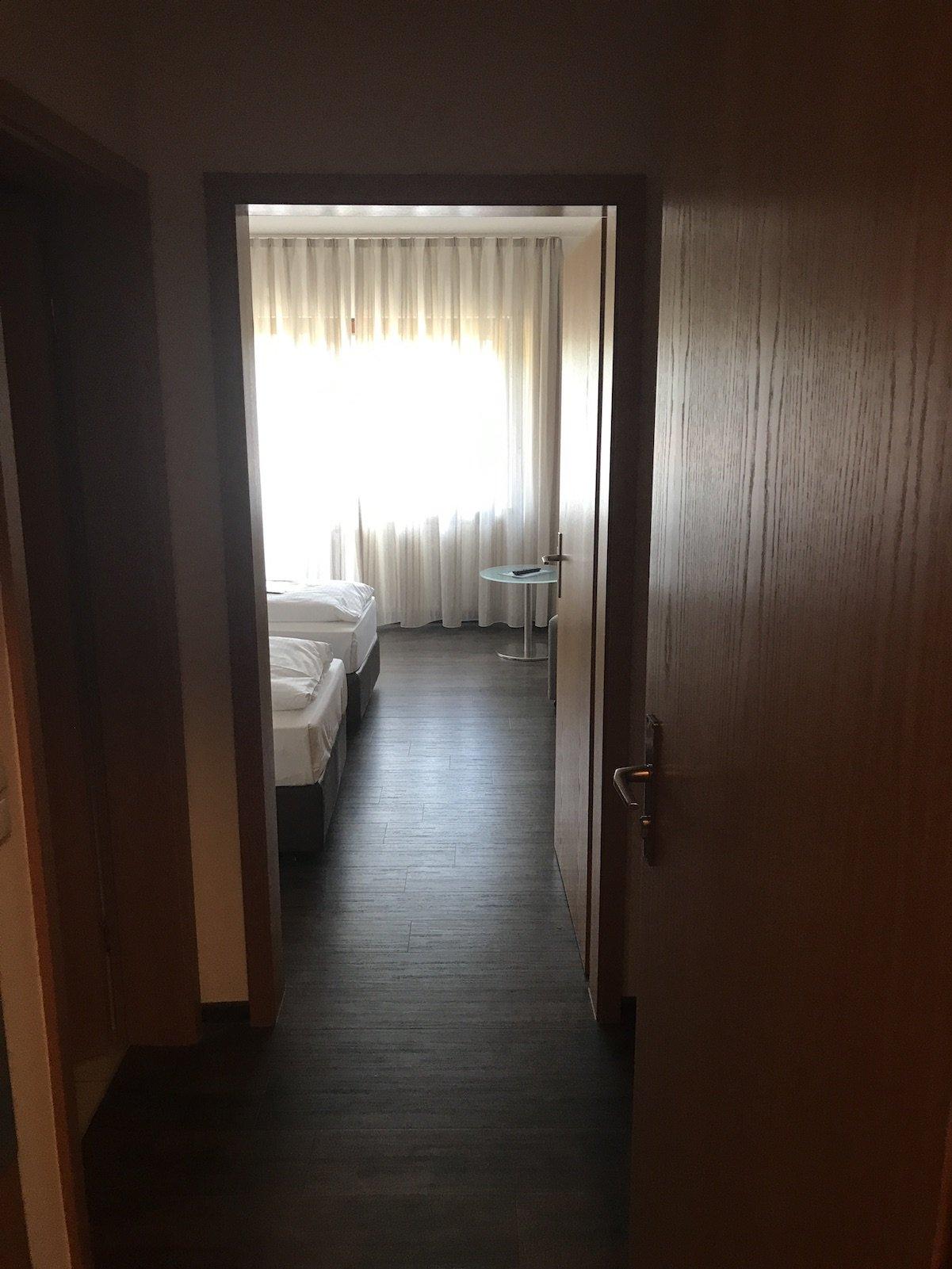Der erste Blick ins Zimmer im Landidyll Hotel Zum Alten Schloß