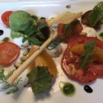 Variation von Paradeisern mit Burratacreme / Basilikum / Apfel-Balsamico im Restaurant Loystub'n