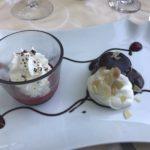 Mohr im Hemd mit Schlagobers und marinierten Erdbeeren im Hotel Pulverer