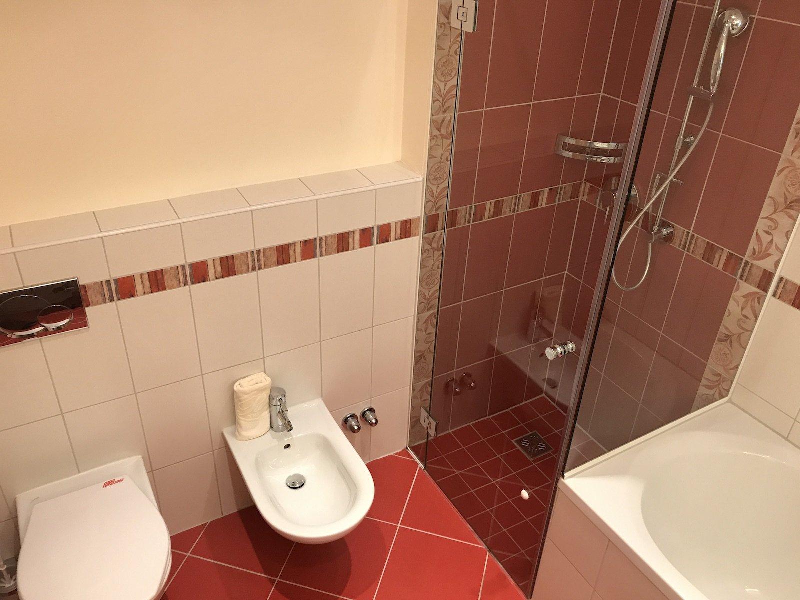 Dusche, Bidget und WC - alles da!