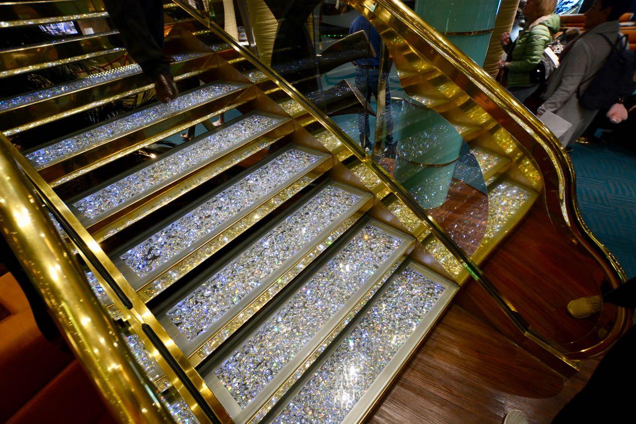 MSC Fantasia Treppe