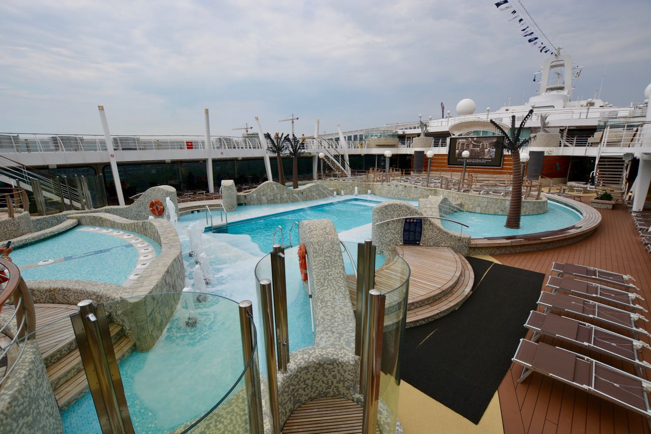 MSC Fantasia Pooldeck