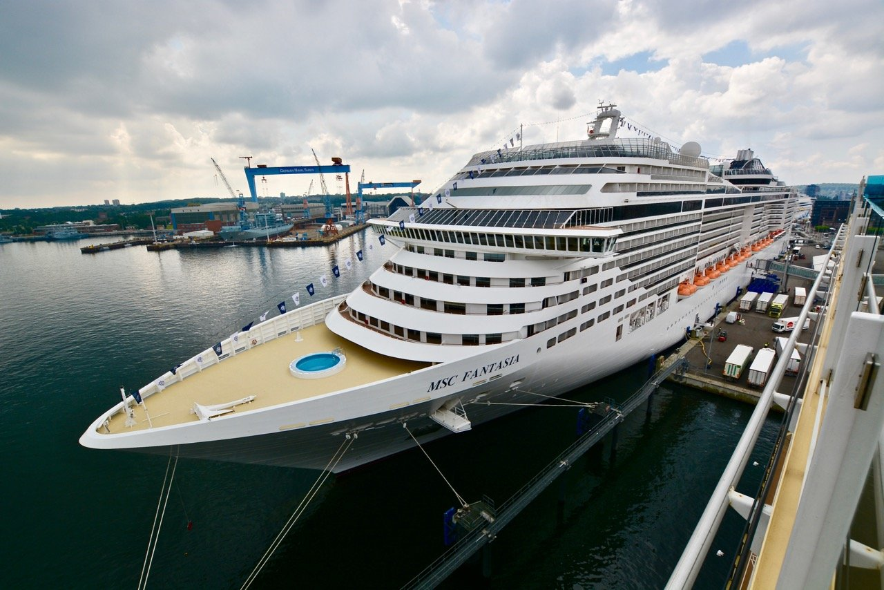 Die MSC Fantasia in Kiel
