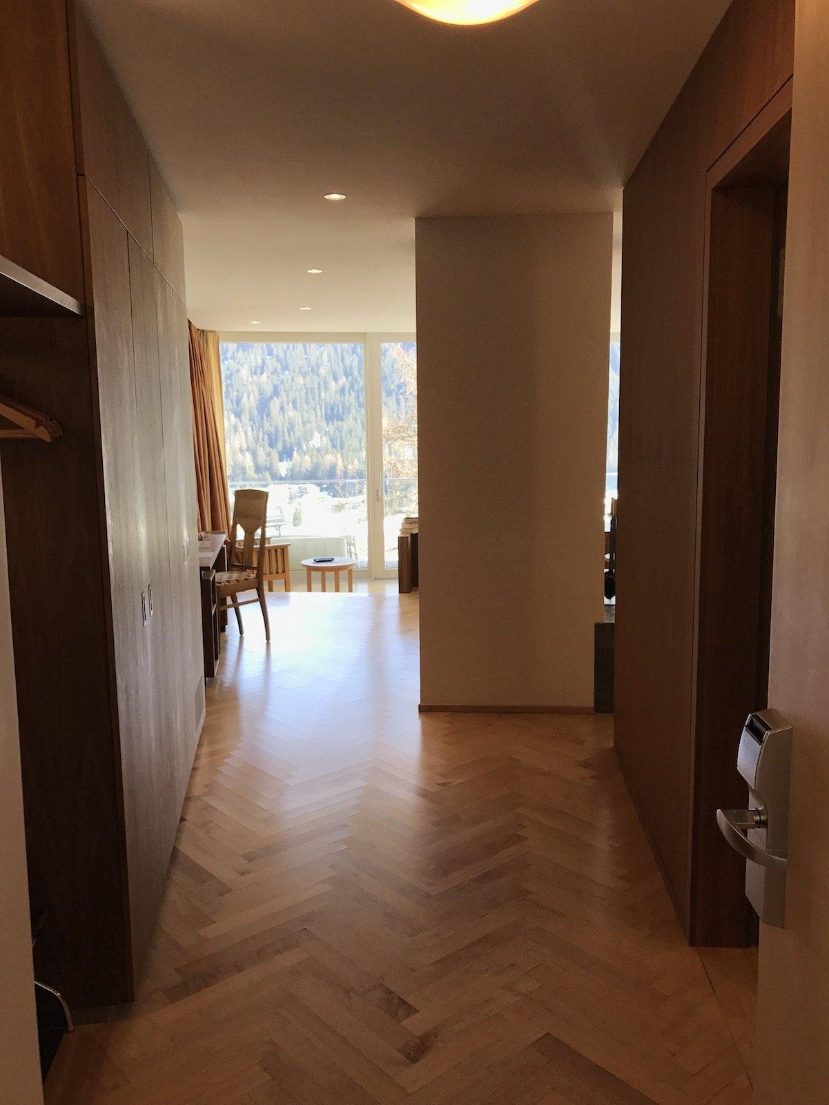 Der erste Blick in unsere Juniorsuite im Waldhotel Davos