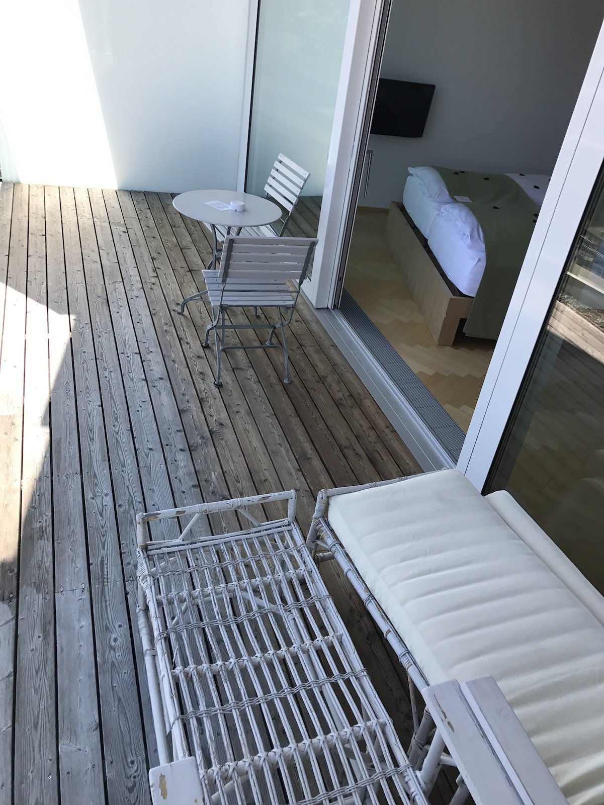 Viel Platz auf dem Balkon unserer Juniorsuite im Waldhotel davos